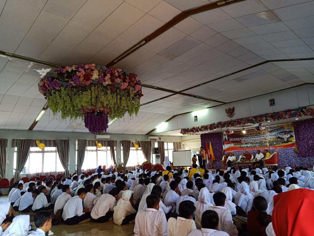 Gubernur Rohidin Beri Motivasi Kepada Mahasiswa Baru Unived