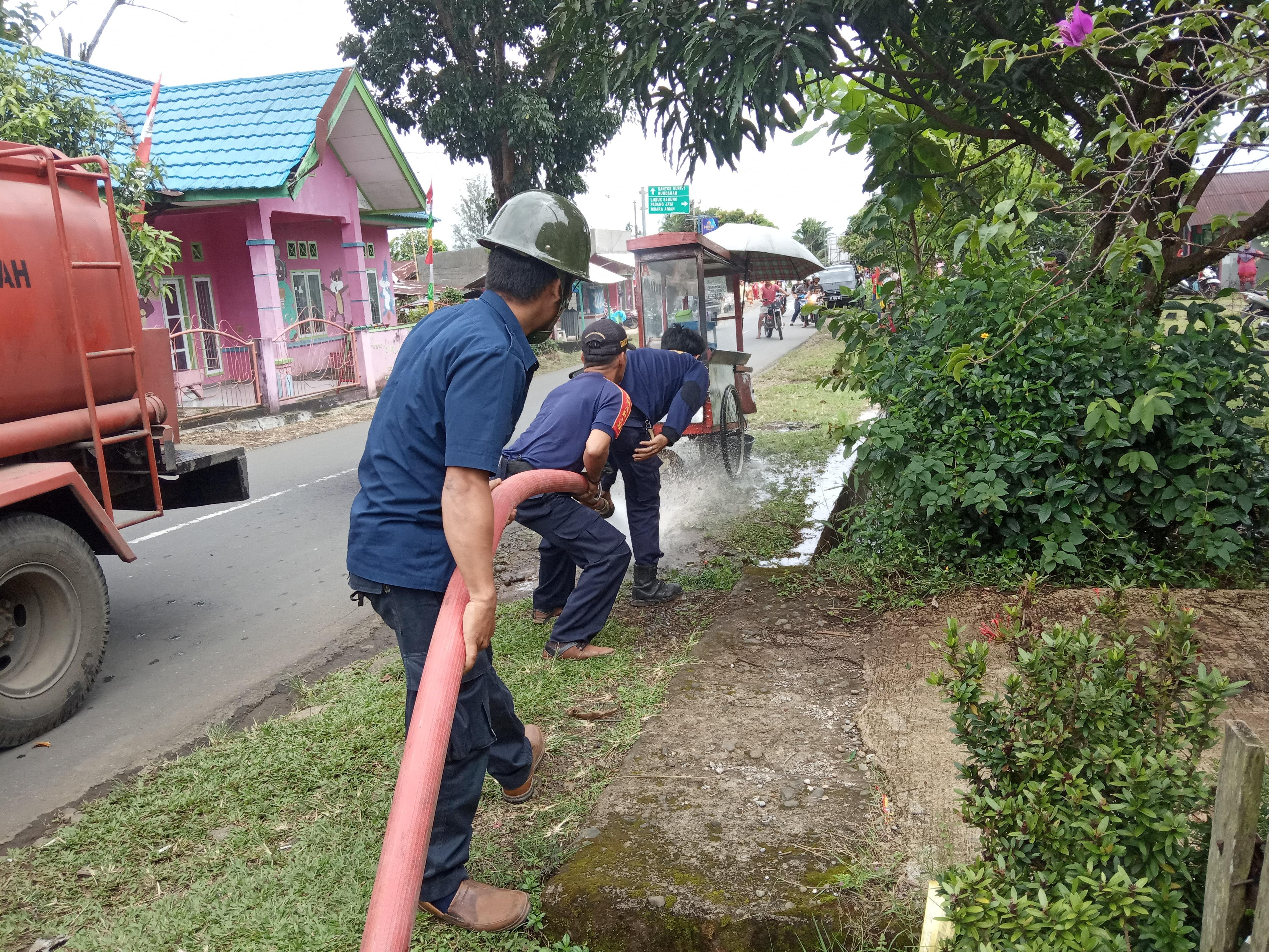 Warga Tanjung Raman Geger lantaran grobak Siomay terbakar