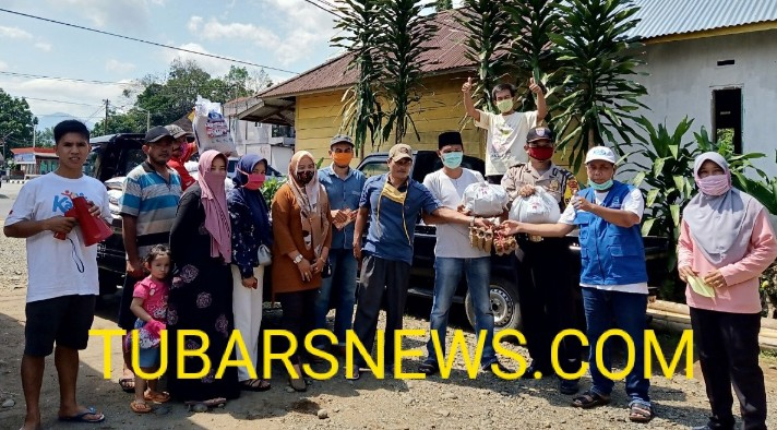 Desa Datar Ruyung Salurkan Sembako Bantuan Pemkab dan110 Paket Dari Kades