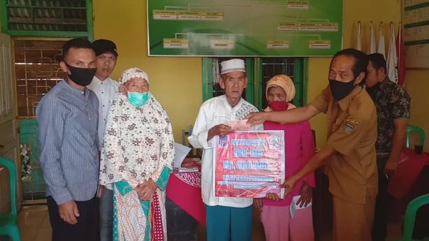 DD Tahap II Desa Taba Padang R, selain penyaluran BLT-DD ada juga Perehapan Balai