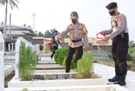 Bhayangkara Ke-74,Kapolda Bengkulu Pimpin Upacara Ziarah TMP Balai Buntar